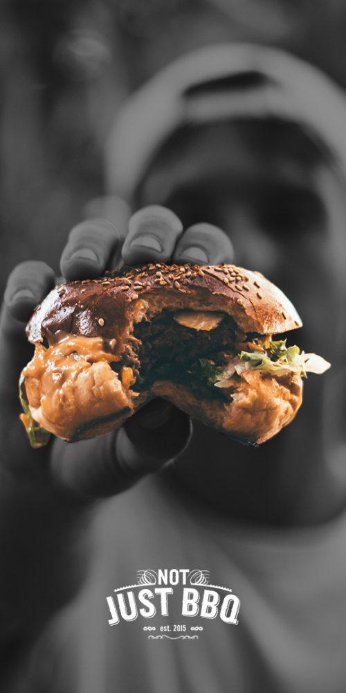 Jongen met hamburger